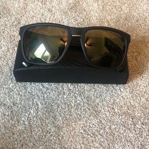 Classic Sunglasses 🕶